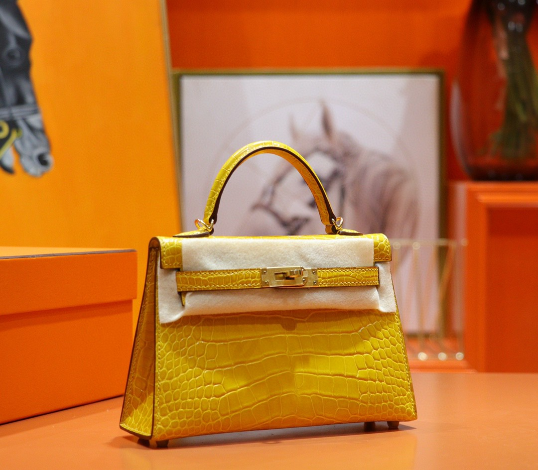 Hermès(爱马仕)Mini Kelly 琥珀黄 亮面鳄鱼皮 金扣 2代