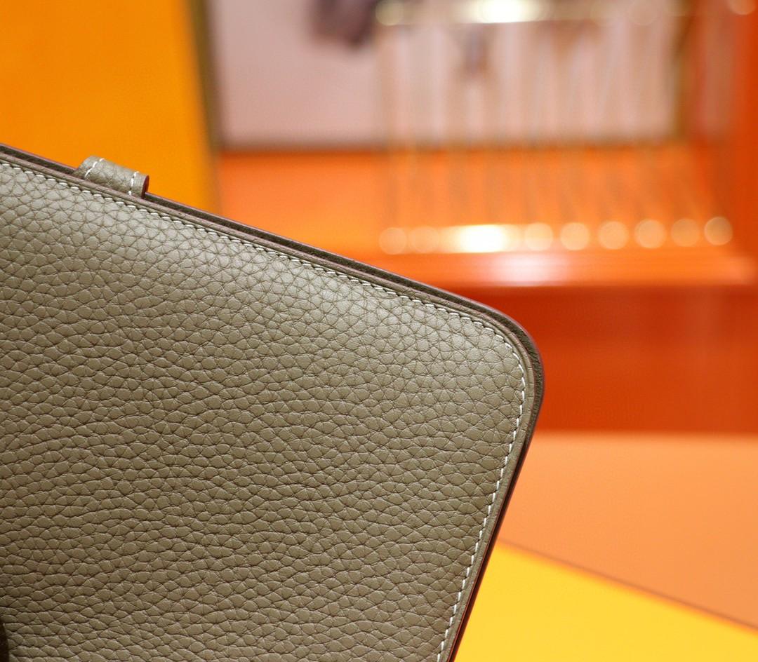 Hermès(爱马仕)护照本 大象灰 Togo 钱夹 银扣