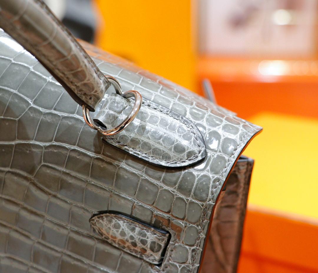 Hermès(爱马仕)Kelly 凯莉包 斑鸠灰 亮面鳄鱼皮 银扣 28cm