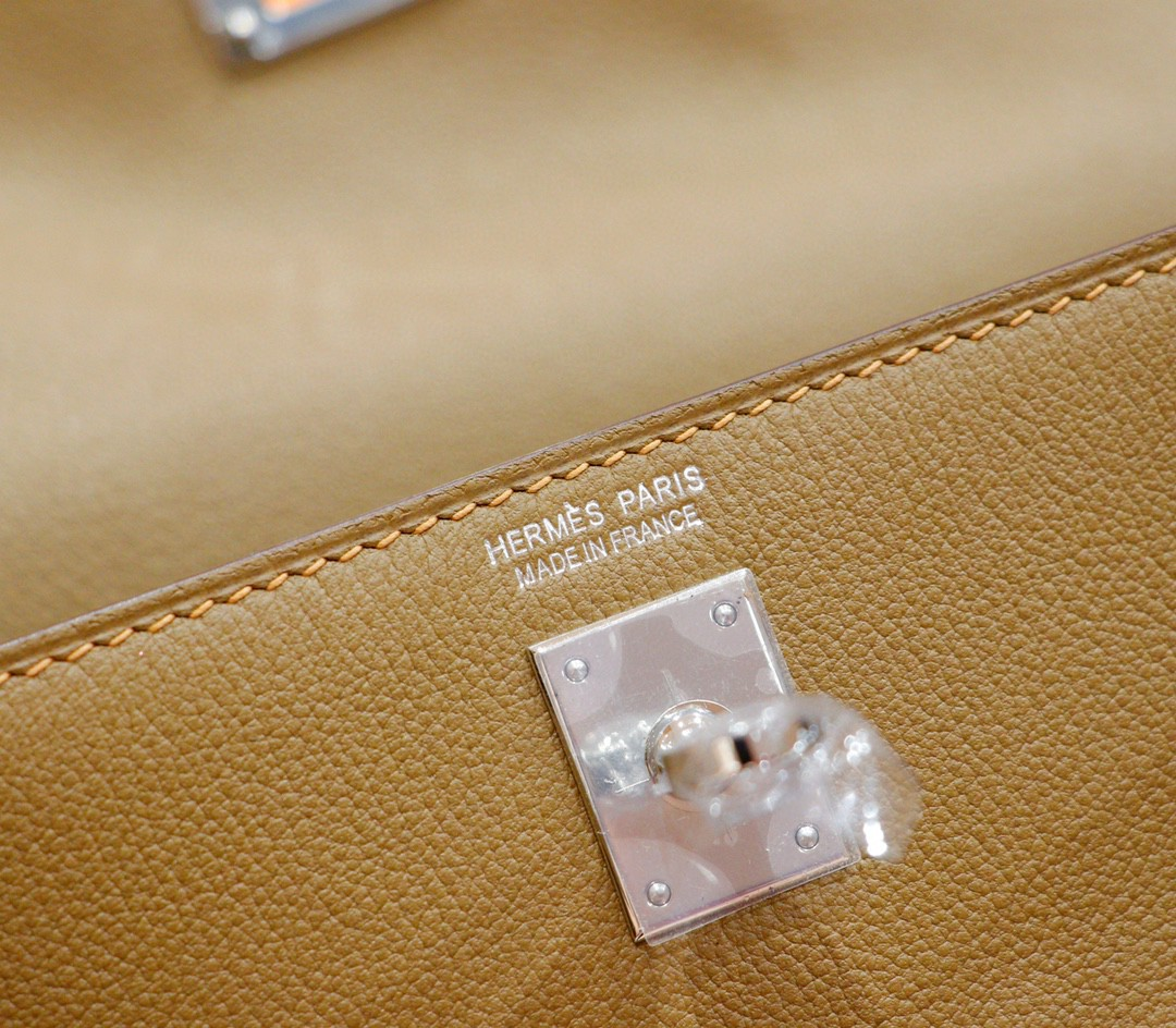 Hermès(爱马仕)Kelly Dance 跳舞包 威马犬米色 Evercolor 全手缝 银扣