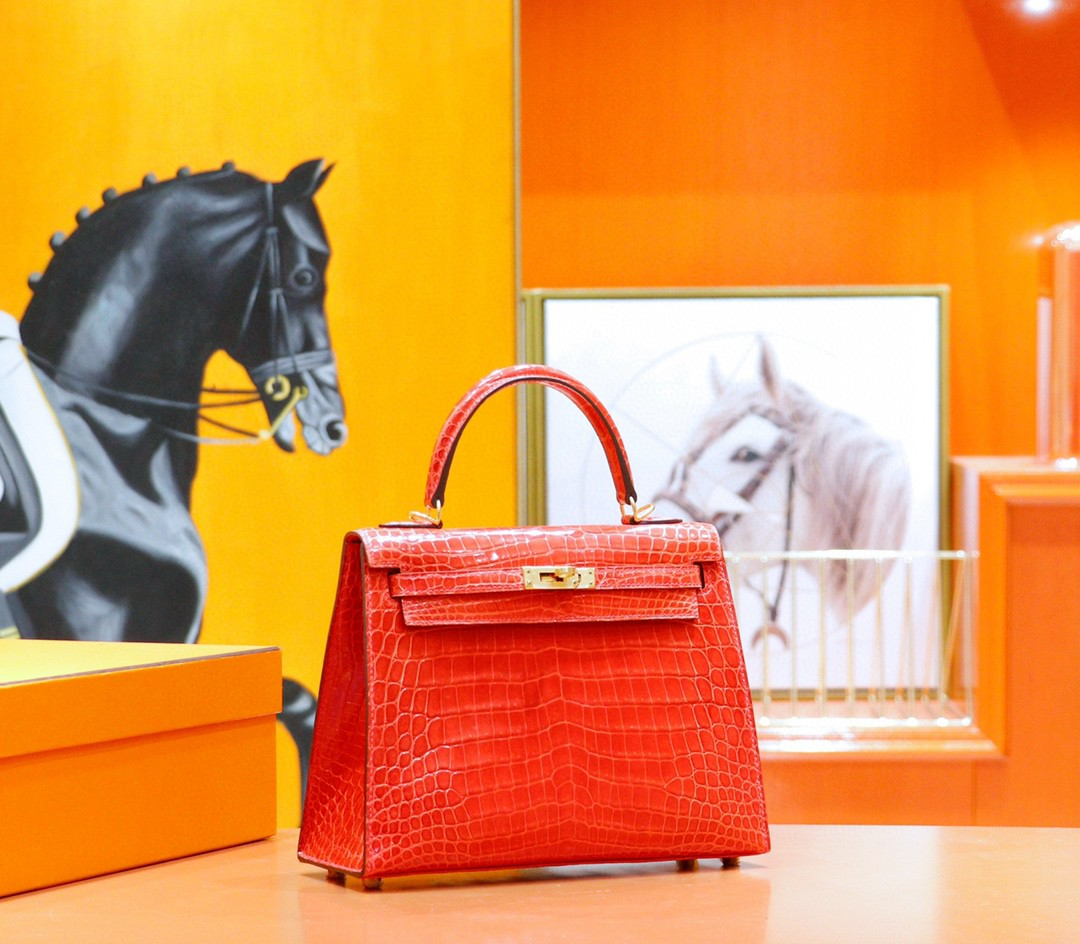Hermès(爱马仕)Kelly 凯莉包 法拉利红 亮面鳄鱼皮 金扣 25cm
