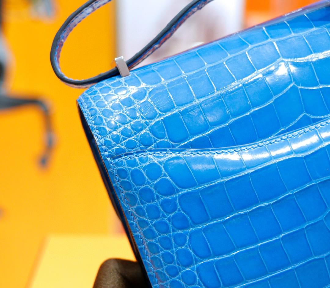 Hermès(爱马仕)Constance 空姐包 伊兹密尔蓝 亮面鳄鱼皮 银扣 19cm