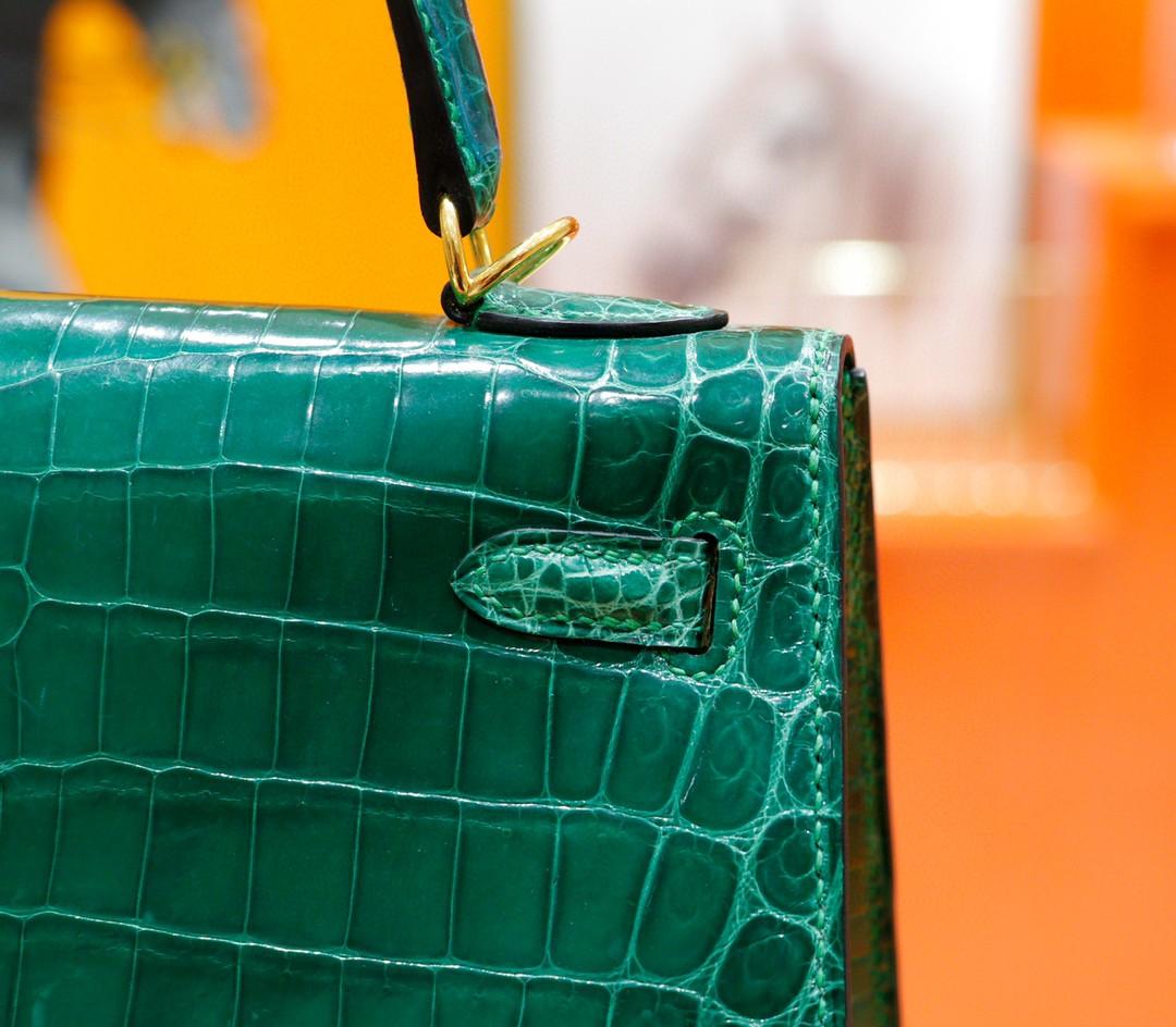 Hermès(爱马仕)Kelly 凯莉包 翡翠绿 亮面鳄鱼皮 金扣 25cm