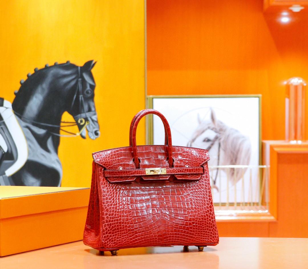 Hermès(爱马仕)Birkin 铂金包 正红色 亮面鳄鱼皮 金扣 25cm