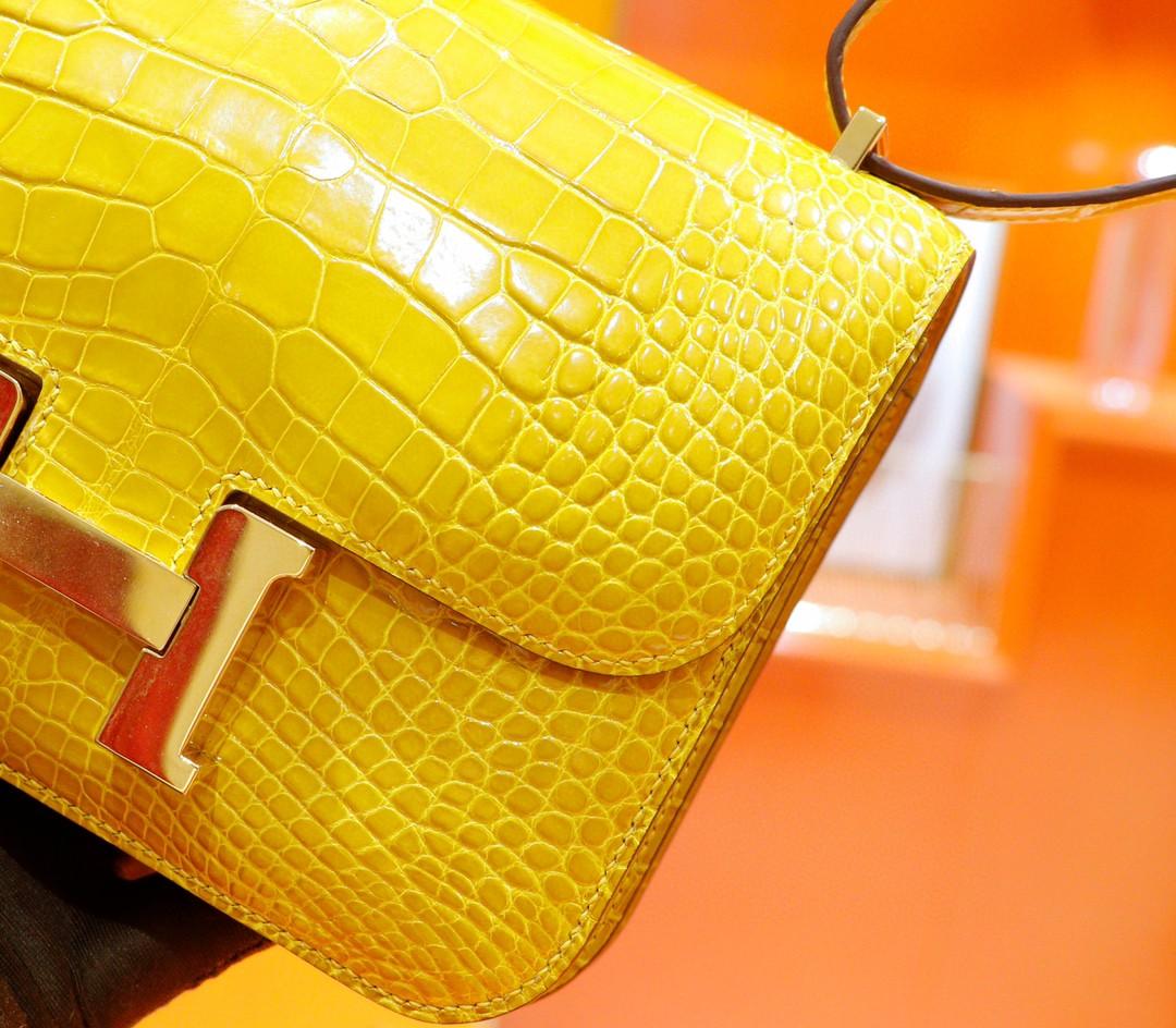 Hermès(爱马仕)Constance 空姐包 亮面琥珀黄 鳄鱼皮 金扣 19cm