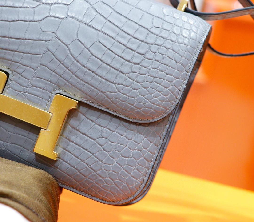 Hermès(爱马仕)Constance 空姐包 巴黎灰 雾面鳄鱼皮 金扣 19cm
