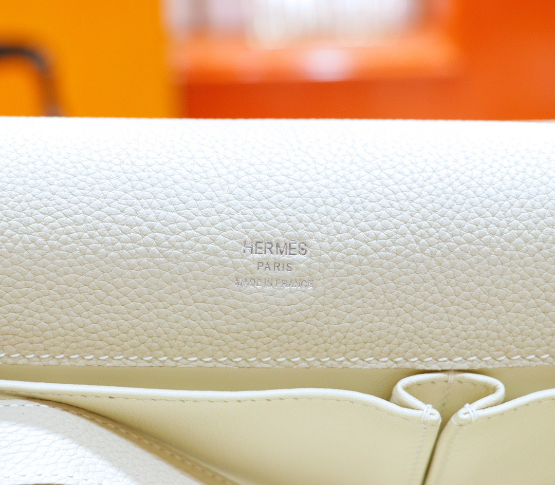 Hermès(爱马仕)Jypsiere 吉普赛 奶昔白 Togo 银扣 28cm