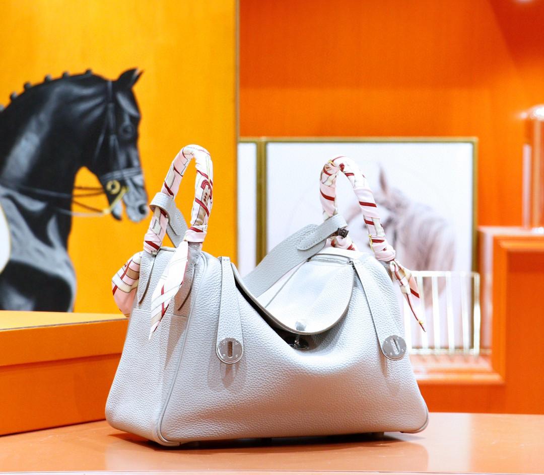 Hermès(爱马仕)Lindy 珍珠灰 Togo 全手缝 银扣 30cm