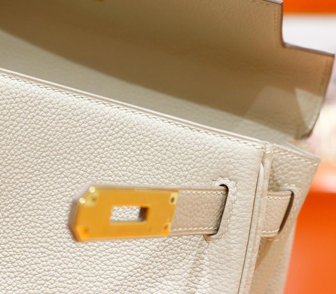 Hermès(爱马仕)Kelly 凯莉包 奶昔白 Togo 全手缝 金扣 28cm